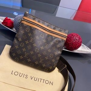 AUTHENTIC VINTAGE LV CROSSBODY🤎